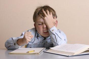 Почему ребенок не хочет делать уроки: 5 причин