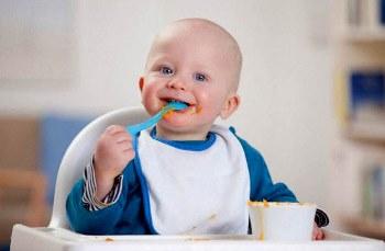 Учим ребенка кушать ложкой