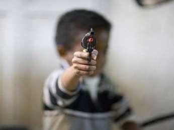 Мадагаскарских детей лишили игрушечных пистолетов