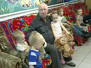 Дмитрий Медведев вручил награду одной из самых больших семей России