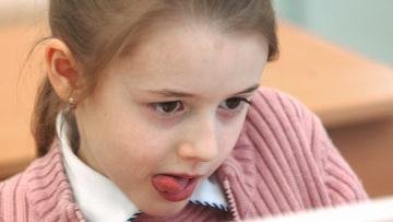 Изучение языков в раннем возрасте может спровоцировать заикание