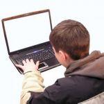 Детям не следует просиживать за компьютером больше чем 2 часа в день