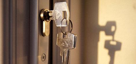 В Москве вручили ключи от квартиры семье, в которой родилось 5 дочек