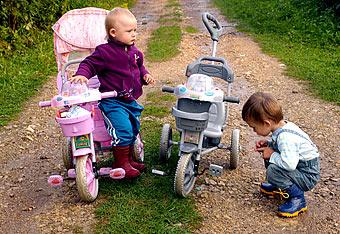 Технический прогресс не даст детям выпасть из колясок