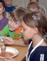 Меню красноярских школьников появятся папоротник и брусника
