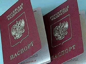 В Нижнем Новгороде напомнили о необходимости вклеивать фото в загранпаспорта