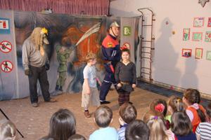 С помощью театрализованного представление детей научат противопожарной безопасности