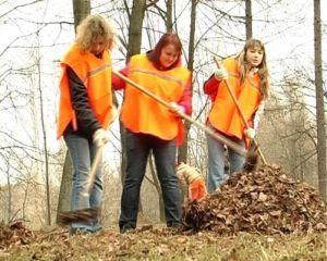 Удмуртские дети, рискуя собственным здоровьем, очищают город от свалок