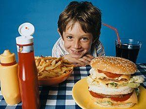 Реклама заставляет детей, есть вредные продукты