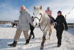 Дети-инвалиды Уфы учатся кататься на лошадях
