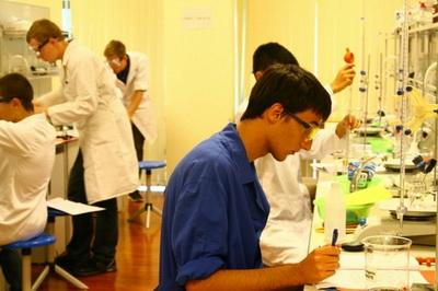 Школьники из России заняли первое место на олимпиаде по химии