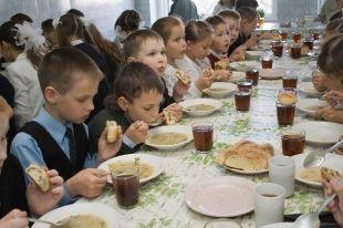 В Соликамске школьники будут платить за обеды картой