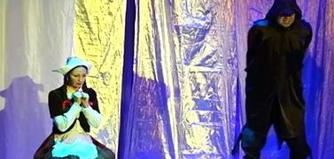"""В Москве дети-сироты посмотрели спектакль """"Снежная королева"""""""