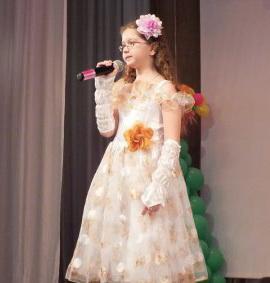 """В Хабаровске талантливые дети получили билеты на """"Белый пароход"""""""