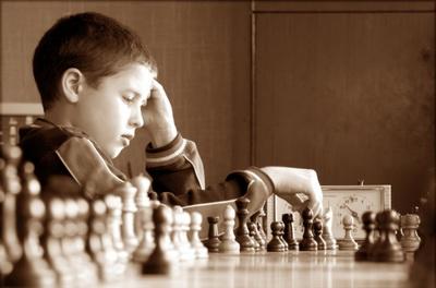 Школьники Тюмени сразились в шахматы