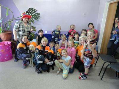 Мурманские канистерапевты побывали в гостях у детей из Украины