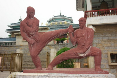 В самый знаменитый буддистский монастырь приехали ученики со всего мира