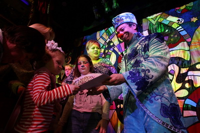Страдающие онкозаболеваниями дети посетили Театр кошек Куклачева