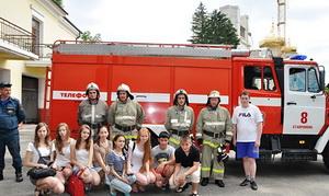 В гости к школьникам приехали магаданские пожарные