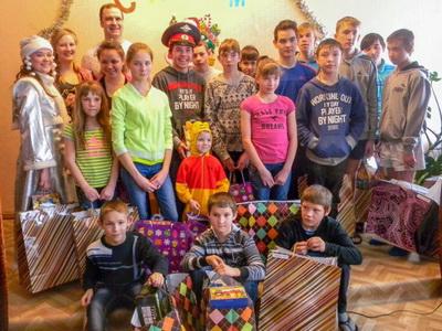 """Компания """"Глобус"""" поздравила воспитанников детский домов с Новым годом"""