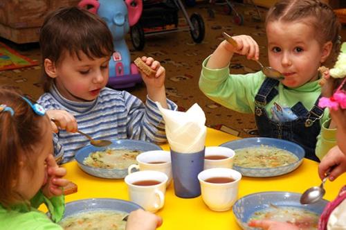 Меню столовых тюменьских школ разнообразили блюдами из мяса кролика