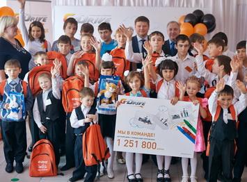 """Cети АЗС """"Газпромнефть"""" подарили сертификат детскому дому Троицка"""