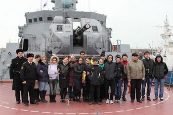 Для кизилюртовских школьников провели экскурсии на ракетных кораблях