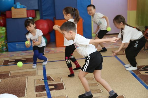 В Усть-Каменогорске бесплатно обучают теннису детей с ограниченными возможностями