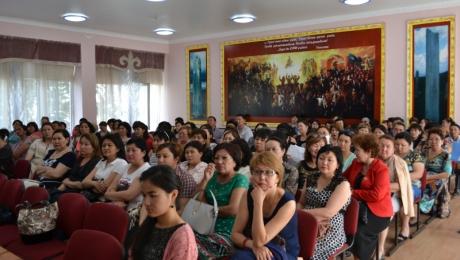 Стратегию поддержки детей накануне ЕНТ разъяснили родителям в Казахстане