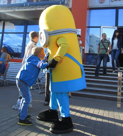 В Белгороде прошёл детский праздник с аквагримом, танцами и миньонами