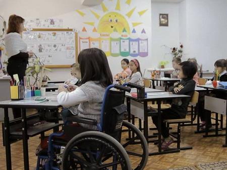 На образование детей-инвалидов государство выделило три миллиарда рублей