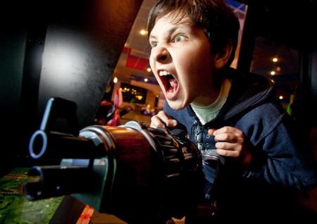 Более агрессивными детей делают жестокие игры