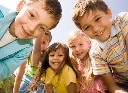 Детей из небогатых семей психологи назвали более альтруистичными