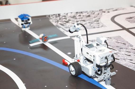 LEGO Education  познакомит детей с российской лунной программой