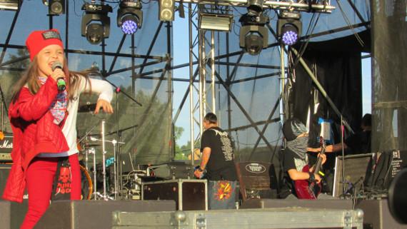 Самая маленькая рок-группа в России выступила на фестивале
