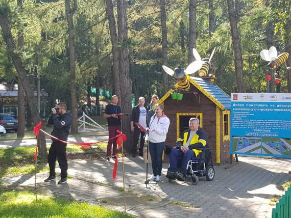 В Екатеринбурге начали строительство детской инклюзивной площадки