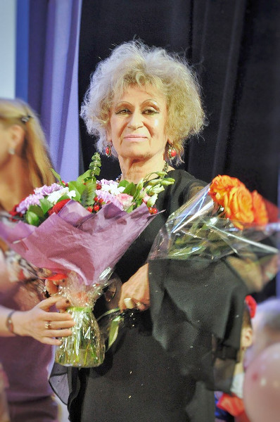 Лариса Ивановна Левина, художественный руководитель ансамбля и главный балетмейстер, Заслуженный работник культуры РФ