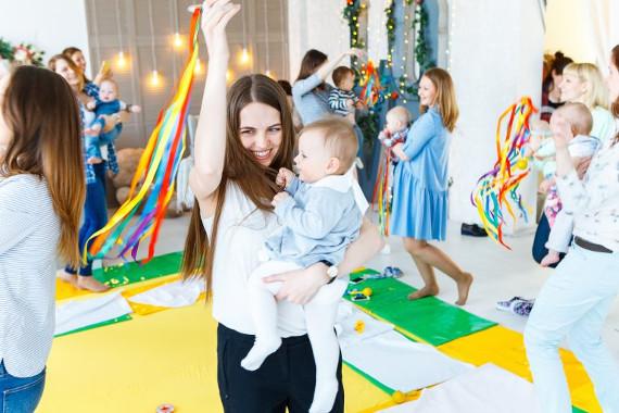 День мам – весенний праздник для родителей и малышей