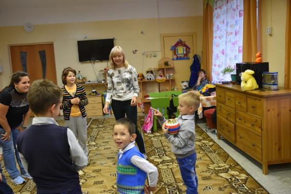Как Московские волонтеры и фитнес-инструкторы, танцуя помогают детям