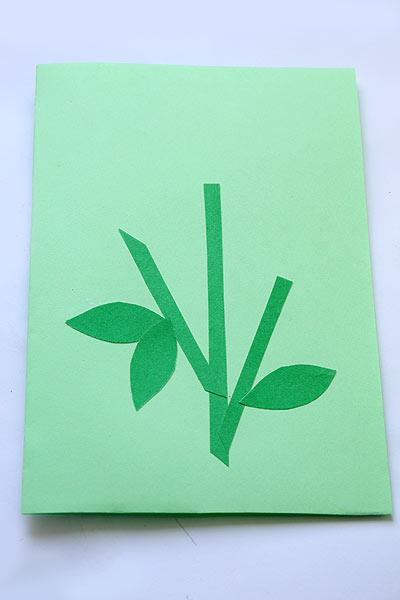 Приклейте стебельки и листики для цветов