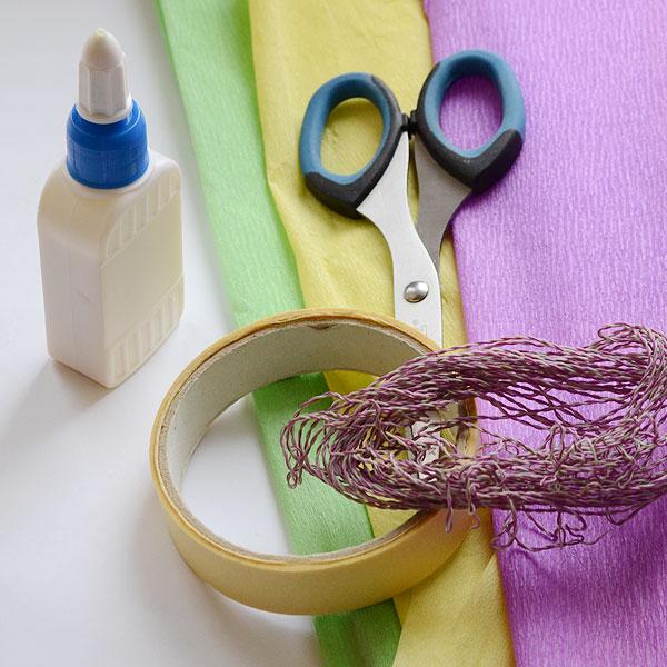Приготовьте клей, гофрированная бумага, проволока, малярный скотч или нитки