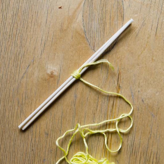 Намотайте несколько оборотов нитки