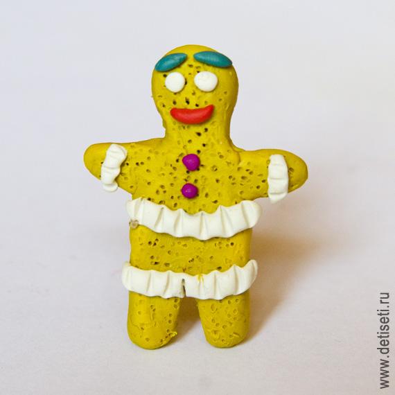 Пряничный человечек из пластилина