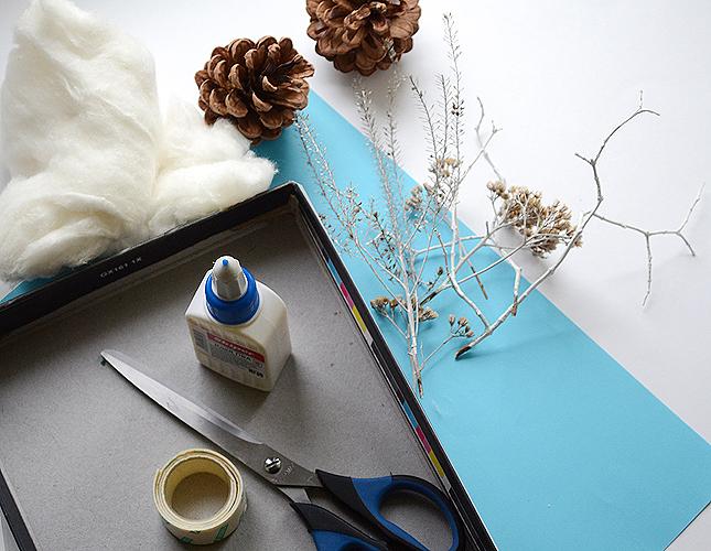 Приготовьте коробку, природные материалы, цветную бумагу, вату, скотч, краски, ножницы и клей