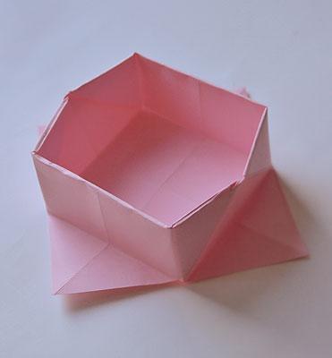 Придайте корзинке форму квадрата